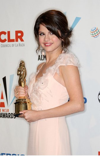 Selena Gomez Body Measurements Height Weight Age And Bio