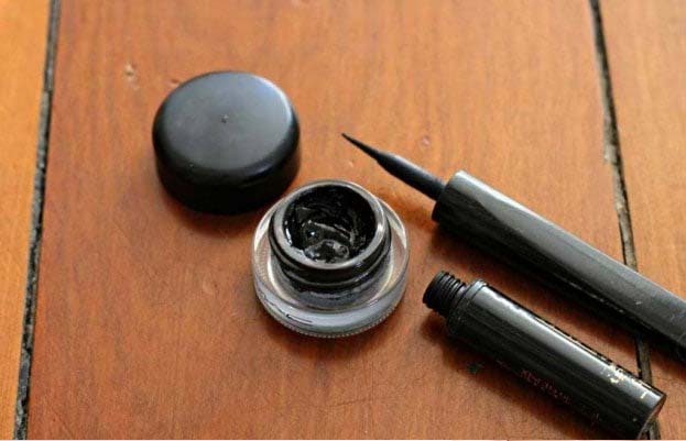 Non Toxic Eyeliner With Charcoal