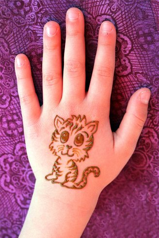 42 easy mehndi designs for kids adoring the hands of for Henna tattoo for kids