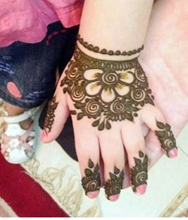 40 Easy Mehndi Designs For Kids Adoring The Hands Of Princesses