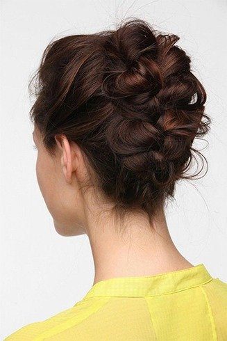 7 Easy Banana Clip Hairstyles For Every Occasion