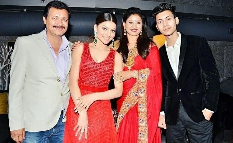 Urvashi Rautela Age Height Boyfriend Mother And Biography