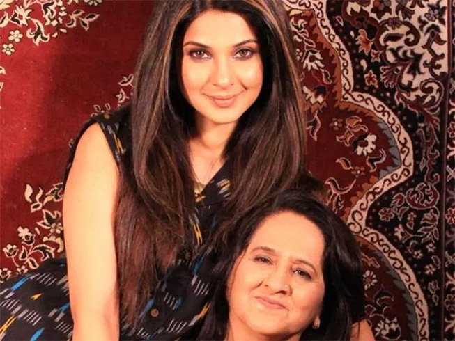 Jennifer Winget With Her Mother