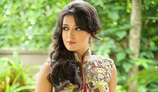 Catherine Tresa Age, Height, Weight, Husband, Family And ...