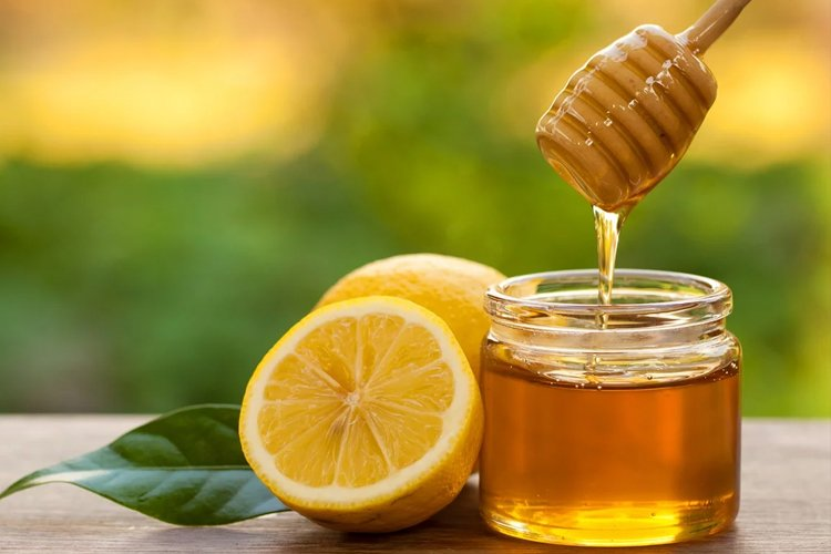 Health Benefits of Honey Lemon Water