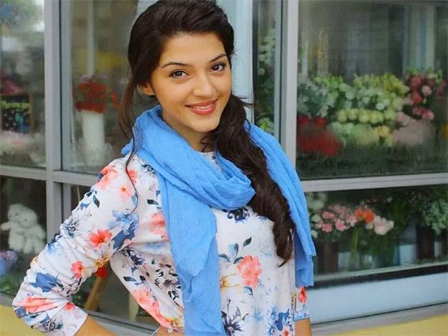 Mehrene Pirzada Without Makeup