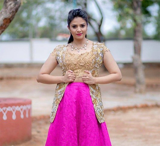Sreemukhi Hot