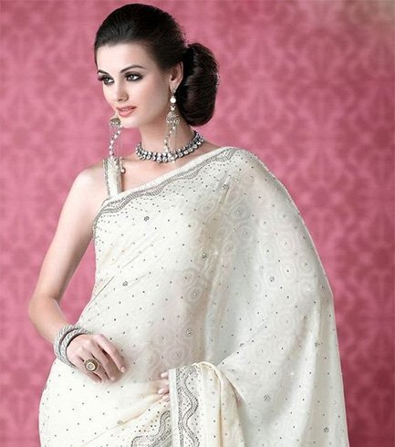 Low Side Bun Hairstyle For Saree As Partywear
