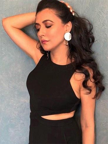 Mini Mathur in Mini Mathur in Zara Earrings