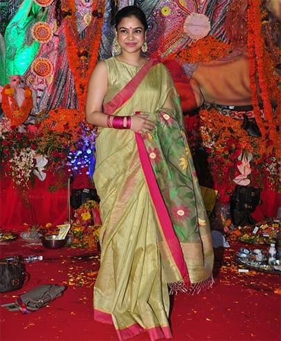 Sumona Chakravarti in Saree