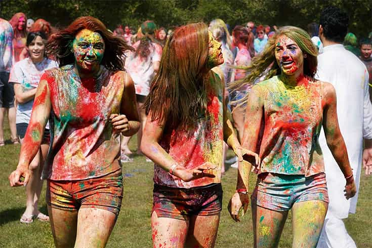 What to wear about Holi