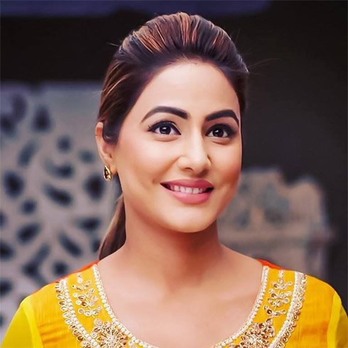 Hina Khan Doe-Eye makeup