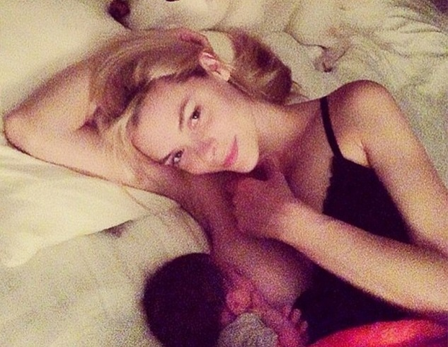 Jaime King breastfeeding