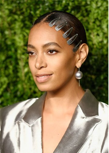 Celebs with hair snap clips