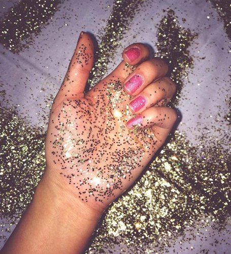 How to remove glitter from hands