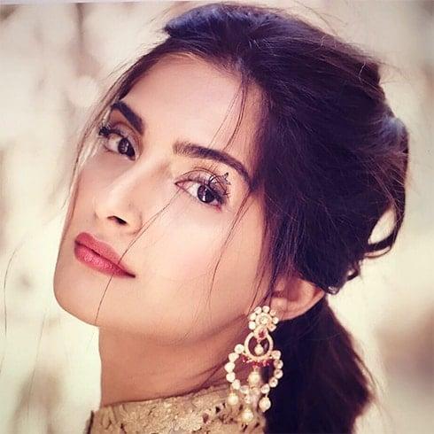 Sonam Kapoor Eyeliner