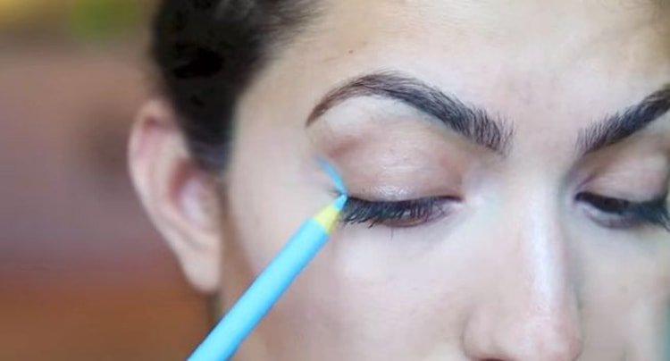 Using Colored Pencils For Makeup is very bad for health