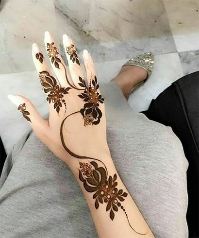 Simple Arabic Mehndi Rose Art