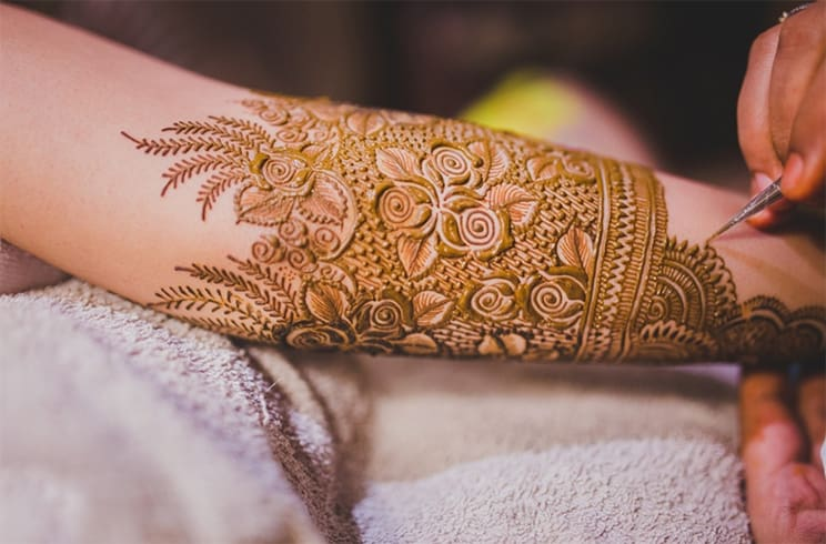 Top Rose Mehndi Designs To Be The Cynosure Of All Eyes!