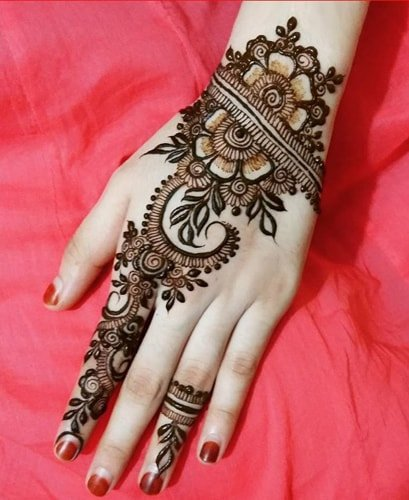 Diagonal Gujarati Mehndi Designs
