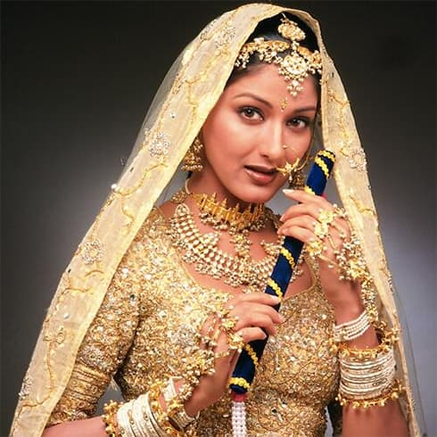 Sonali Bendres in Hum Saath Saath Hain