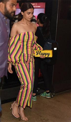 Alia Bhatt Happy Cluch