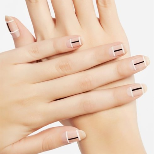 Barely-there stripes Nail Art