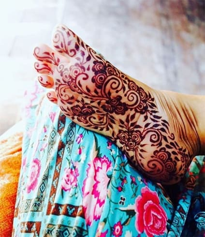 Mehndi Designs Under Feet