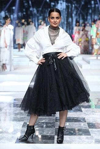 Kangana Ranuat Lotus Makeup India Fashion Week Spring Summer 2020