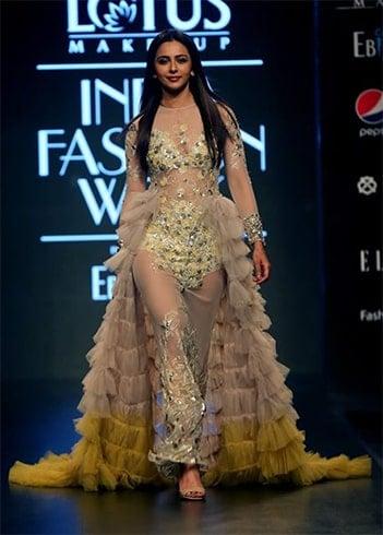 Rakul Preet Lotus Makeup India Fashion Week Spring Summer 2020
