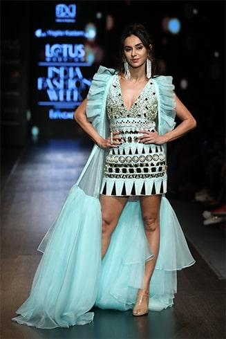 Shibani Dandekar Lotus Makeup India Fashion Week Spring Summer 2020