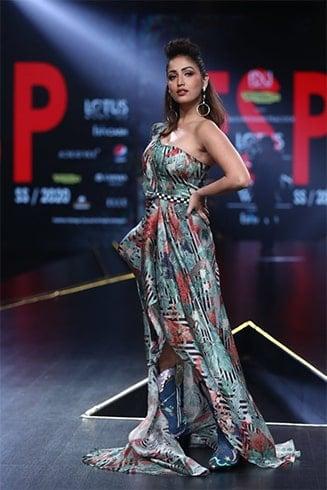 Yami Gautam Lotus Makeup India Fashion Week Spring Summer 2020
