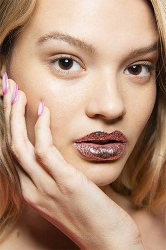 Foil-Effect Rose Gold Lips